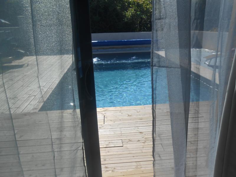Piscine chauff e g te les terrasses d 39 azay for Pool house piscine